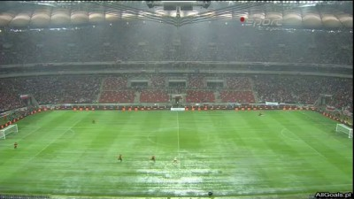 Polska - Anglia 16.10.2012 - Kibice pływają na boisku :D