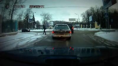 Истеричная ТП учит таксиста водить!