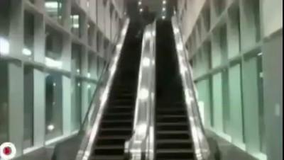 Эскалатор не игрушка.