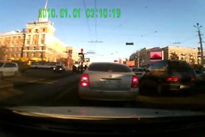 Автомобиль врезался в толпу пешеходов