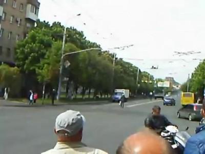 Захват БМП в Мариуполе (другой ракурс) 11:42 9 мая 2014