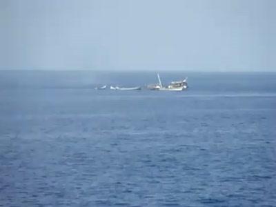 БПК Маршал Шапошников раcстреливает лодки пиратов