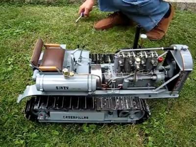 modello trattore cat sixty in movimento