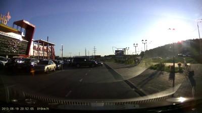 ДТП на парковке ТРЦ Июнь