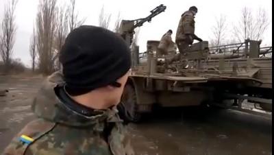 Солдаты пишут на ракетах