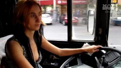 Женщина водитель автобуса