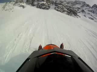Как не нужно кататься на снегоходе