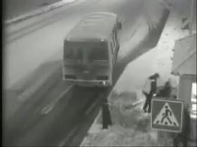 Автобус выбил страйк
