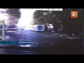 Иномарка сбила людей на автобусной остановке Одесса
