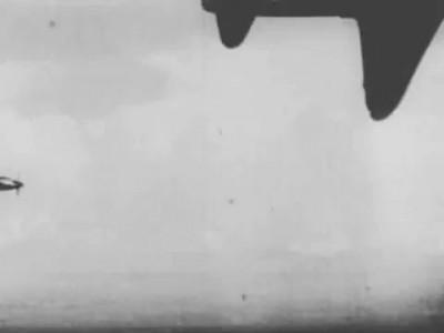 Владимир Высоцкий. Воздушный бой (Их восемь нас двое)