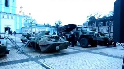 В Киеве на Михайловской площади захваченная военная техника из РФ
