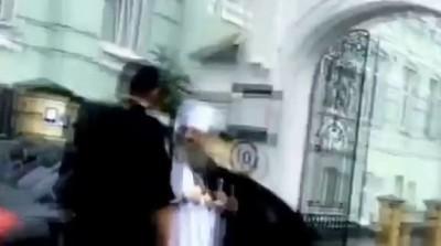 Копы против священника