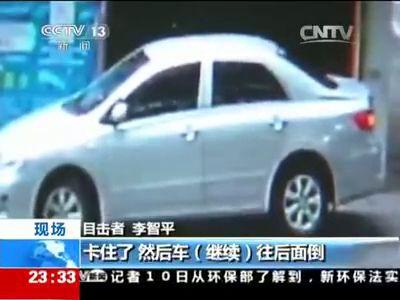китаянка за рулем