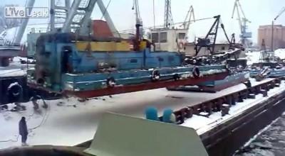 Крушение портового крана в порту Казани