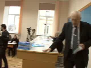 Бросил ботинком в Олега Соскина