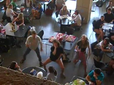 Флэшмоб - общие танцы в столовой