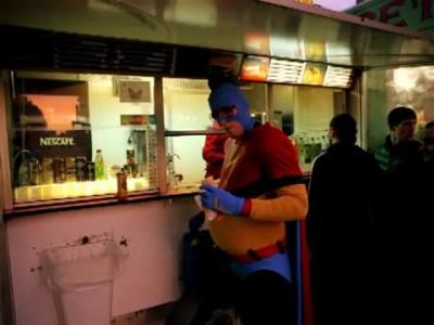 супер герой кушает
