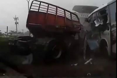 Жуткая авария. Автобус и Фура.