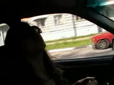 Женщина в неадеквате за рулем