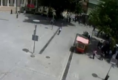 Продавец воздушных шаров поджарился чутка ...