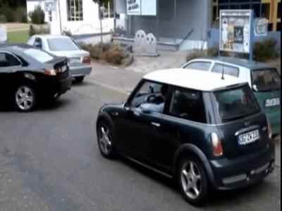 Помог припарковаться