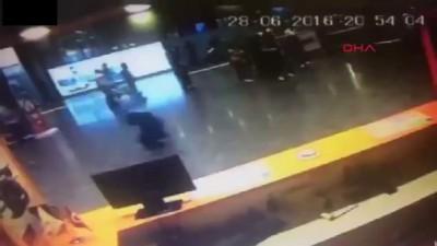 Видео взрыва в Истанбульском аеропорту