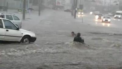 Ливень в Одессе. Водные горки спуска Маринеско