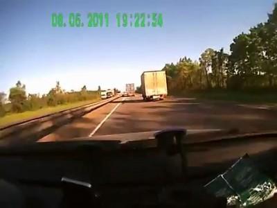 Попадание в слепую зону грузовику