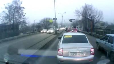 Кавказские спортсмены тешатся на дороге....