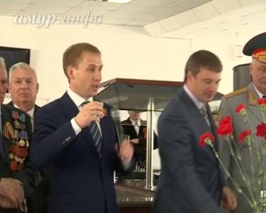 Александр Козлов поздравляет ветеранов