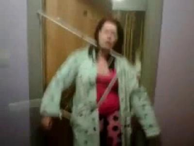 Женщина застряла в сушилке