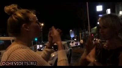 Пьяная блондинка получила смачную плюху