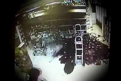 Упала стойка с алкоголем