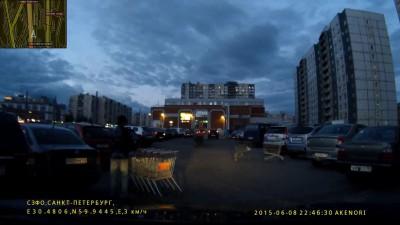 Вот так на парковках таджики портят чужие машины...