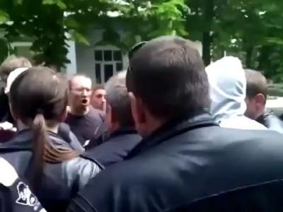 #Мариуполь горожане поймали военного 09 05 2014
