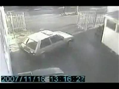 Блондинка паркуется