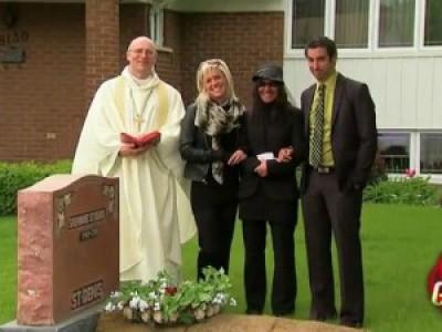 А у вас во дворе есть могилка одна... (Front Yard Funeral Prank)