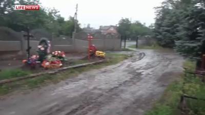 Славянских боевиков похоронили под забором.