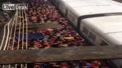 Индия посадка в поезд