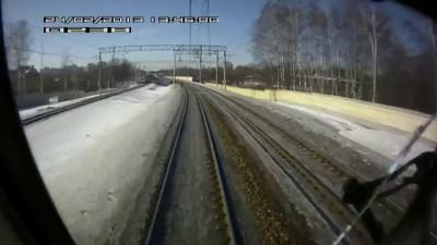 Поезд сбивает человека