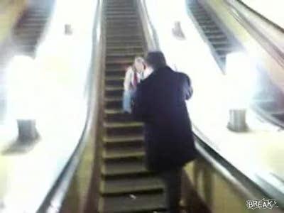 Падение с эскалатора в метро