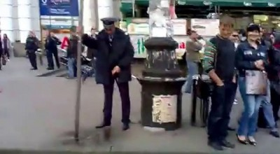 Милиционер на вокзале Днепропетровска