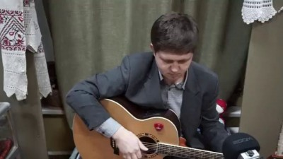 Толерантный музыкант. Песни под гитару. Он увидел солнце. (Егор Летов).