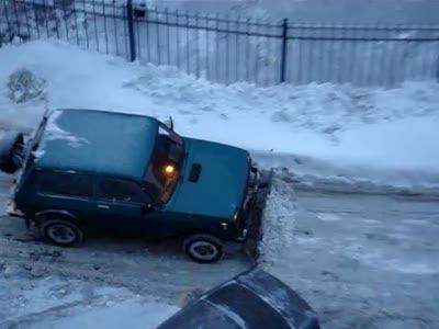 Уборка снега в Питере Нивой