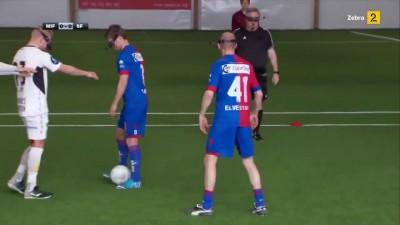 Странный футбол