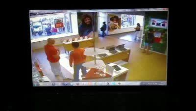 Драка в магазине с покупателем