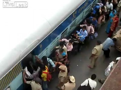 Посадка на поезд в Индии
