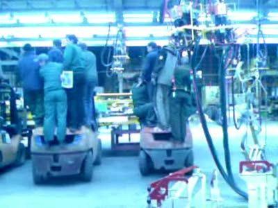 установка станины 10т,тремя трехтонниками.умное начальство