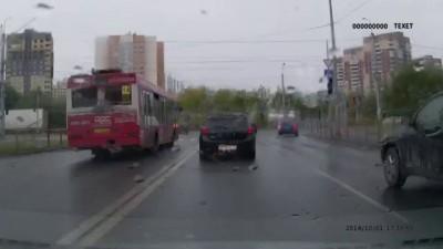 Автобус №14 по встречке. Тюмень