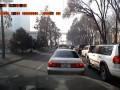 Алматинский паркурщик перепрыгнул через забор .